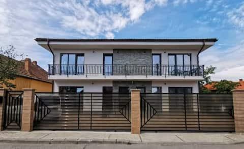 Apartamente Tintoc-Regim Hotelier