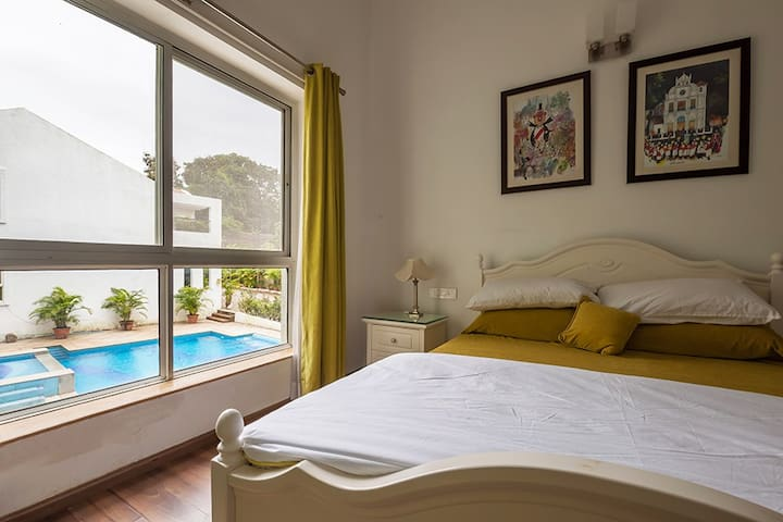 Bohemian-3BR lavish villa W/Pool & modern interior