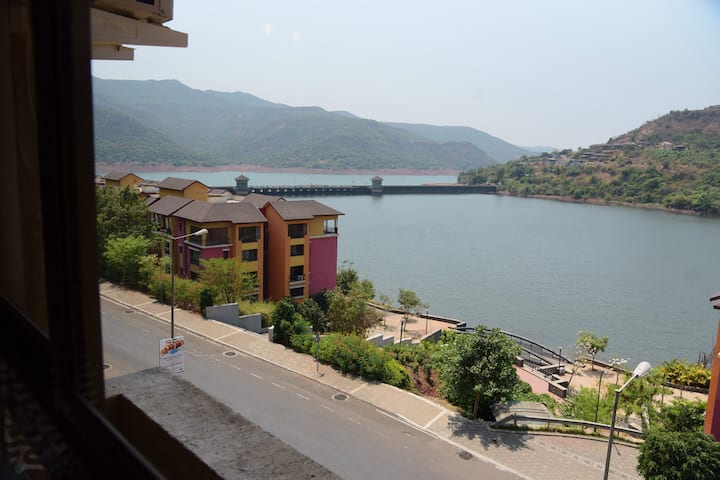 Sanitized,AirConditioned, Lakefront 1.5BHK @Lavasa