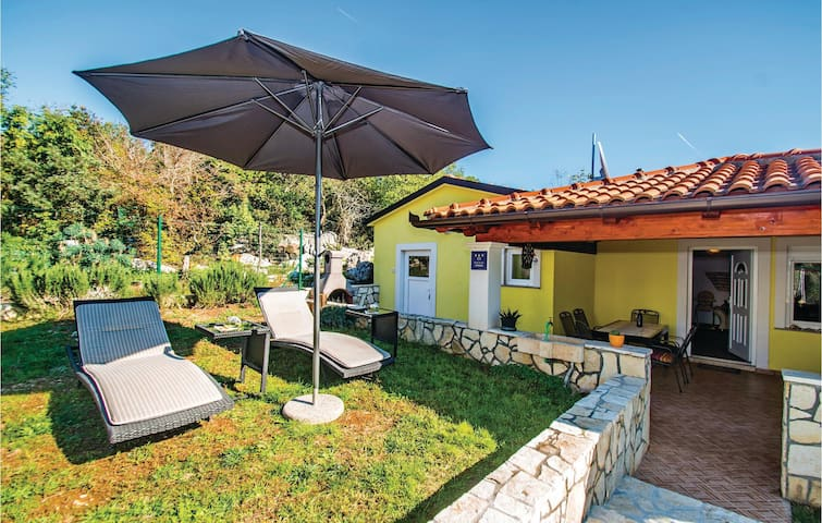 Semi-Detached with 2 bedrooms on 56 m² in Labin