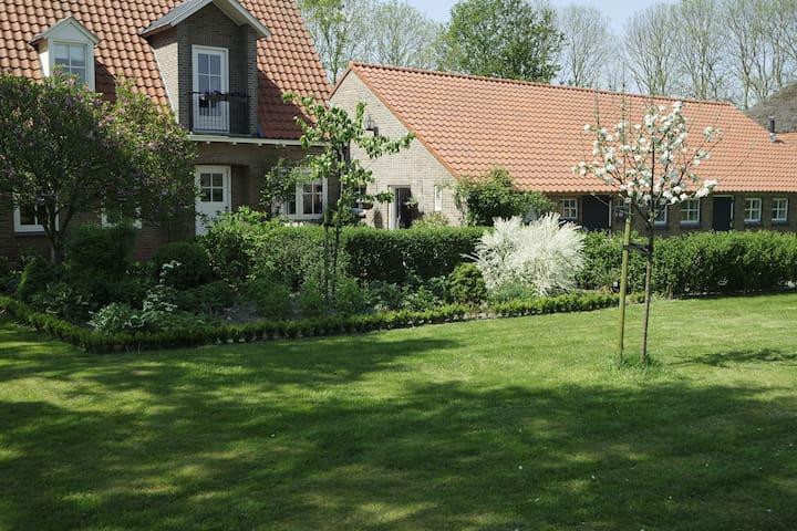 Ontspannen in landelijke B&B(kamer de Tuinfluiter) - Sint Jansklooster - Bed & Breakfast