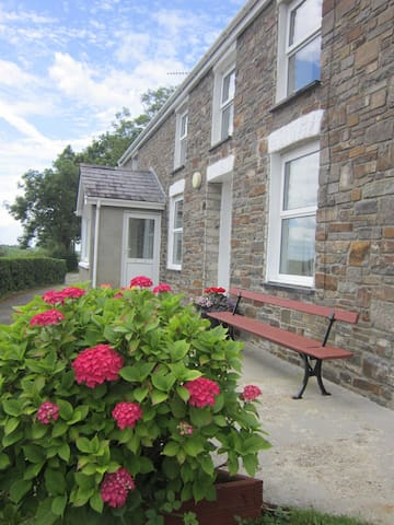 Traditional Coastal Self-Catering  Farmhouse - Llwyncelyn, Aberaeron