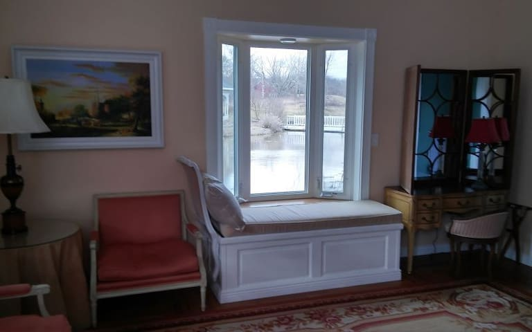 The Eclectic Room - Inntiquity, A Country Inn