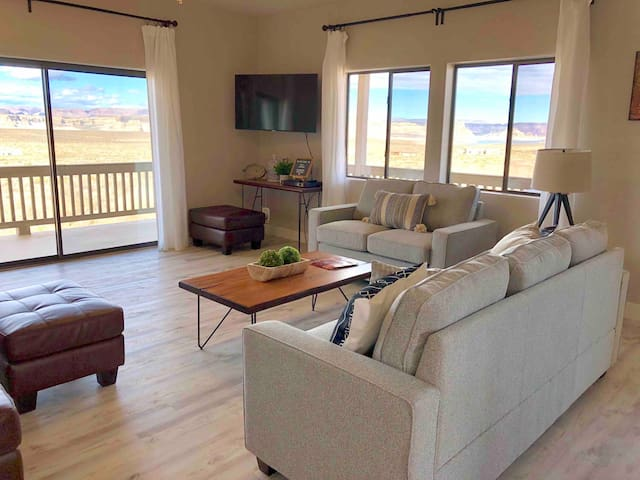 RARE FIND: Overlook Lake Powell from your deck