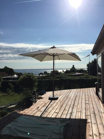 Beautiful House with sea view and a  great garden - Snekkersten - Hus