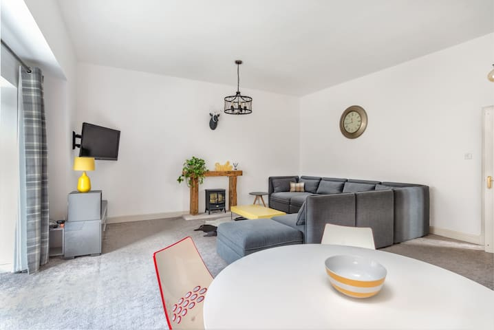 Handiplaces SELF CONTAINED town house (sleeps 6)