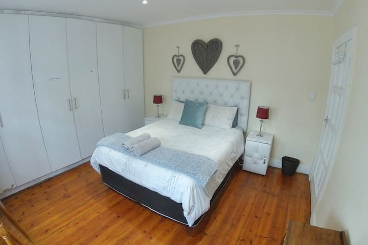 Bedroom 4: Cozy and comfy Queen bed with percale linen, heated blankets and large built in cupboards.