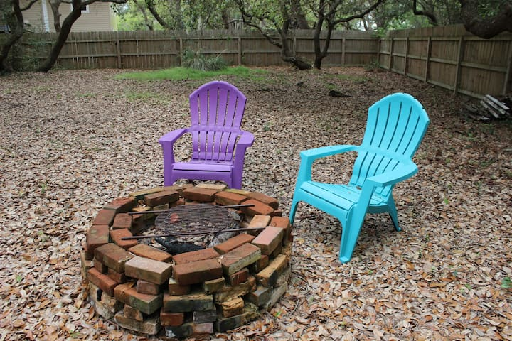 Backyard fire pit, shared with upstairs and downstairs guests