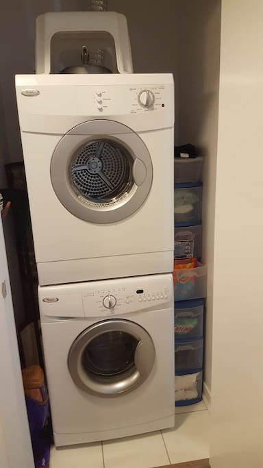 Washer/Dryer in room
