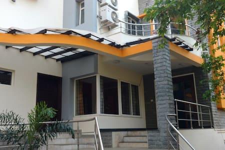 Koramangala Villa Triple Room With Attach Washroom - Bangalore