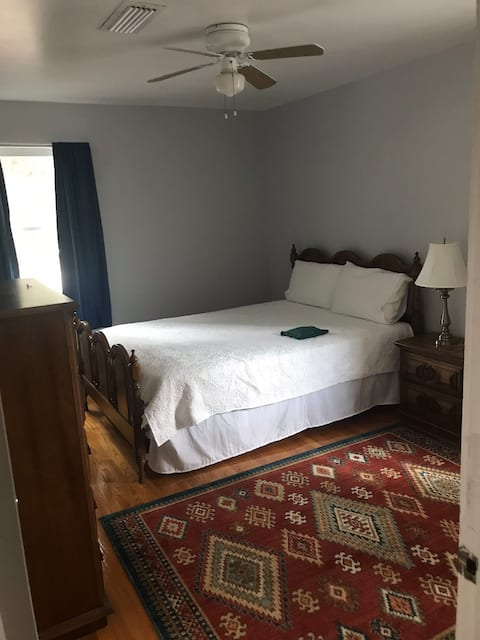 Upstairs corner room near the beach and downtown!