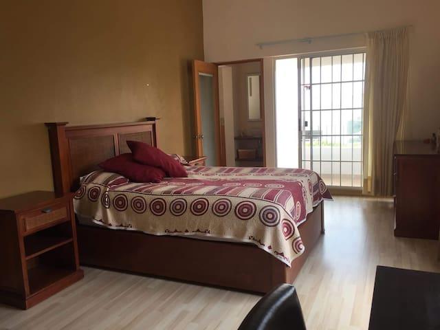 Hermosa habitación con terraza en Juriquilla.