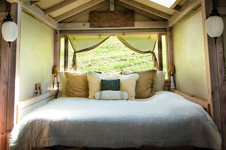 Honaunau Farm Wellness Retreat- Teahouse Cottage