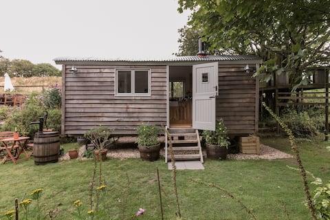 Tinners' Retreat—Shepherd's Hut in Heart of Cornwall