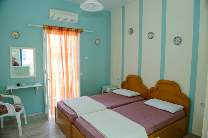 Nice twin studio near to Linaria beach - Panormos - Bed & Breakfast