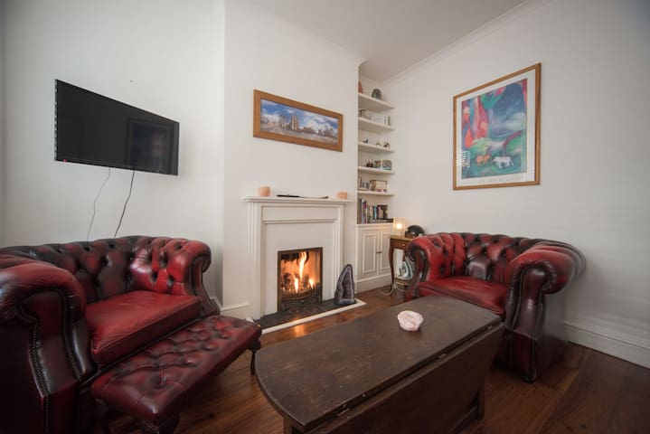 Great garden flat with two beds in Fulham