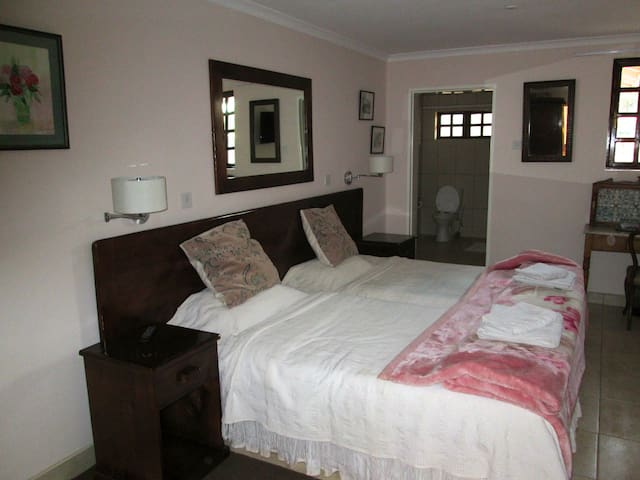 12 Fleetwood Room 4