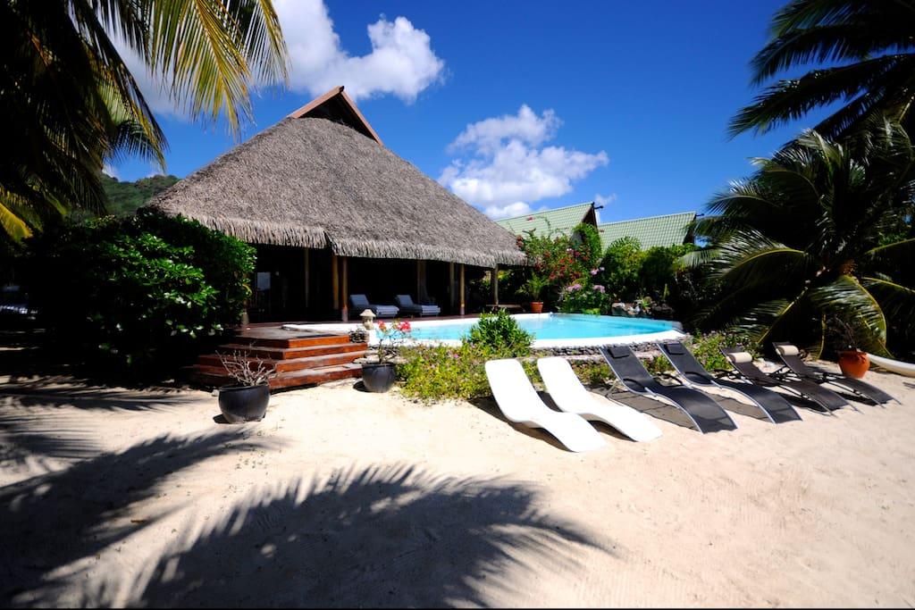 Pool beach by enjoy villas moorea ville in affitto a for 3 piani di camera da letto 2 5 bagni