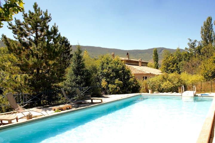 Le Moulin de la Viorne, gîte provençal et piscine