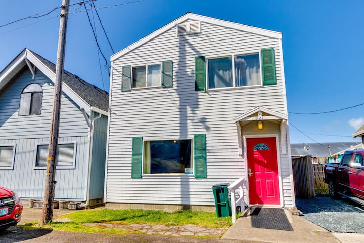 Colorful, retro & dog-friendly + only a block to seven miles of beach!