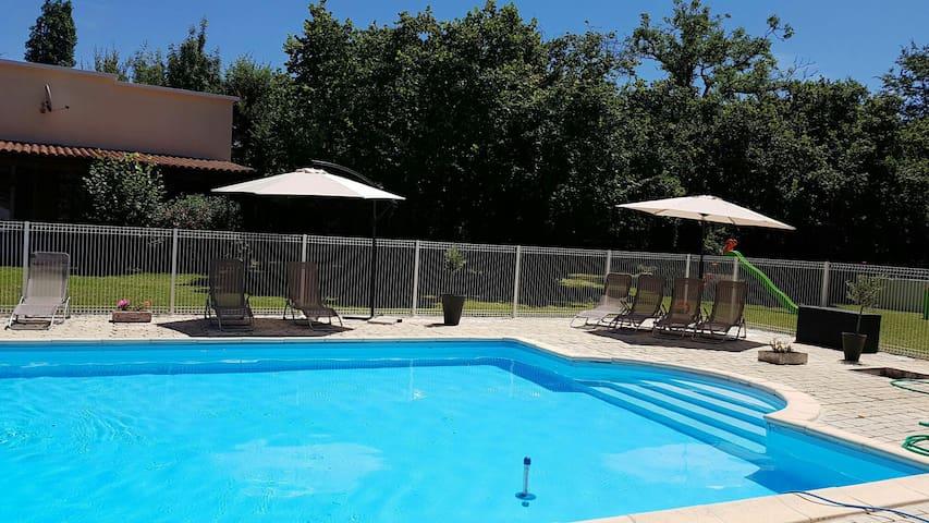 Gîtes piscine en Périgord 1