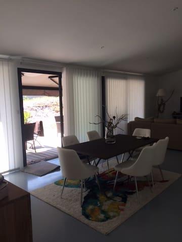 Belle maison moderne , au calme - Roaillan - Дом