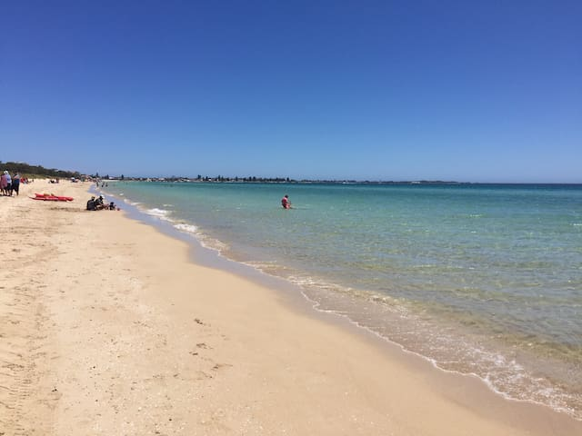 Rockingham Beach 3 minute walk away - Rockingham - Apartemen