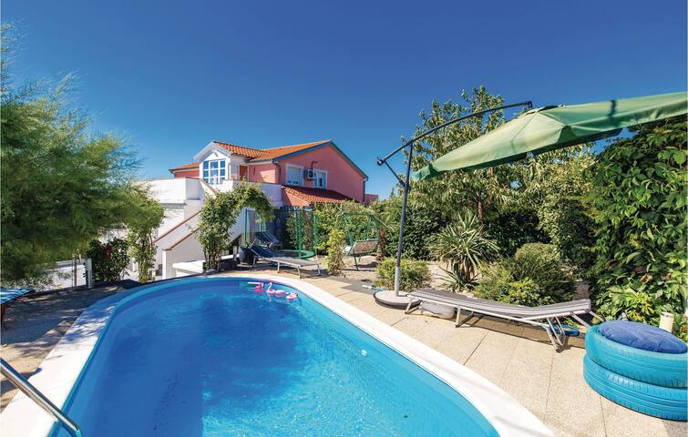 Semi-Detached with 3 bedrooms on 73m² in Cavle