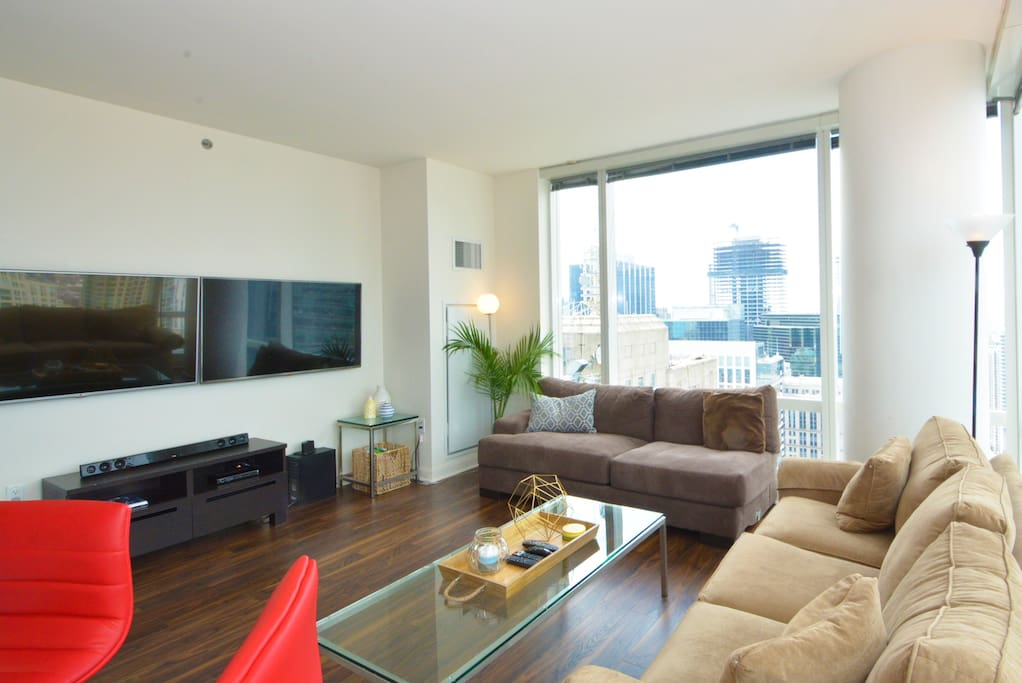 Living space with plenty of seating and the best views in Chicago