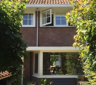 Very near to Amsterdam, a lovely familiy house - Bussum
