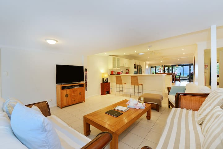 Paradise on absolute beachfront - Newell - Dom