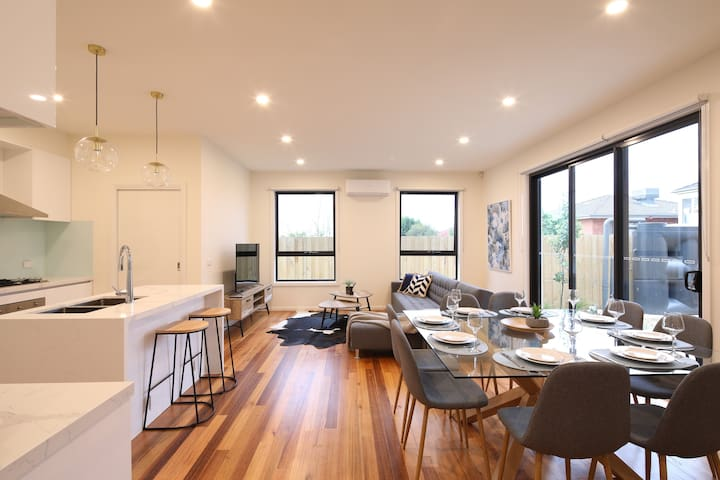 Best Location-4BR-3BA-2Parking@Doncaster East