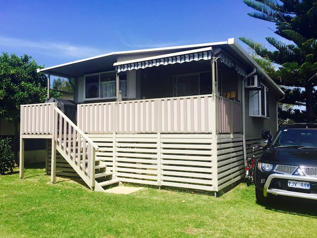 Sandy Toes Beach Retreat Cabin 107 - Batemans Bay - กระท่อม