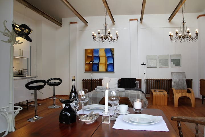 Studio, design, lokalizacja, oddzielny dom, ogród