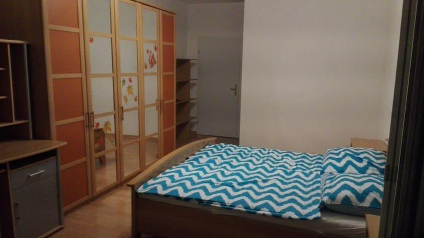 Top Zimmer mit genialen Stadtblick - Graz - Byt