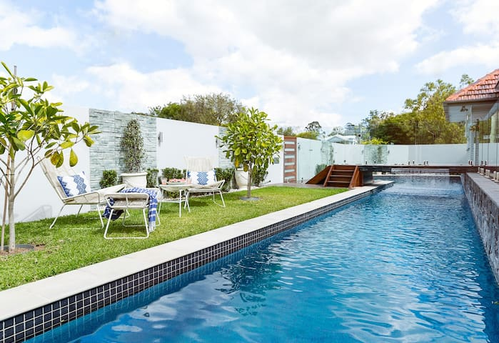 Entertainers delight. Complete with 22m lap pool. - Mitchelton - Huis