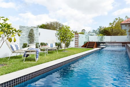 Entertainers delight. Complete with 22m lap pool. - Mitchelton - Rumah