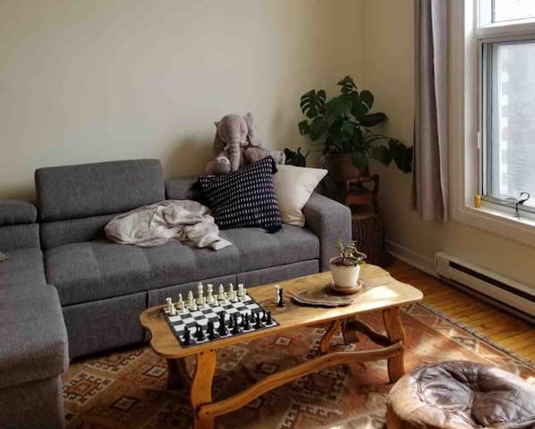 Cozy art-filled flat in the heart of the Mile End