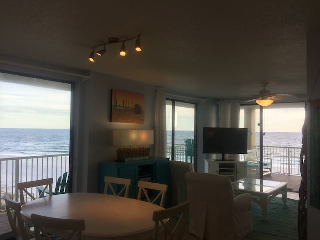 SHINY CLEAN FIVE STAR BEACHFRONT Corner Condo!