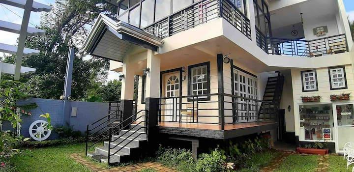 Tagaytay City, Adriana's Place Cuarto de Susana