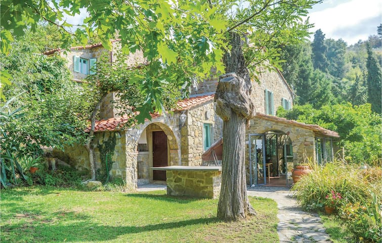 Holiday cottage with 4 bedrooms on 200m² in Loro Ciuffenna AR