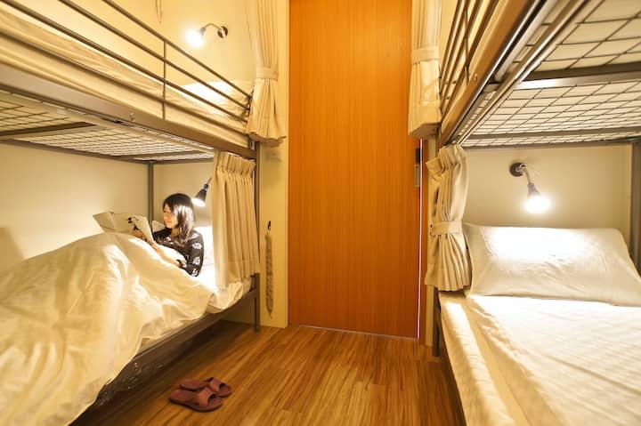 九份 Hostel/(B)女背包客4张床位百万山海美景