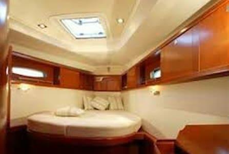 Private room on Sailing Yacht - Għajnsielem, MT - Boat