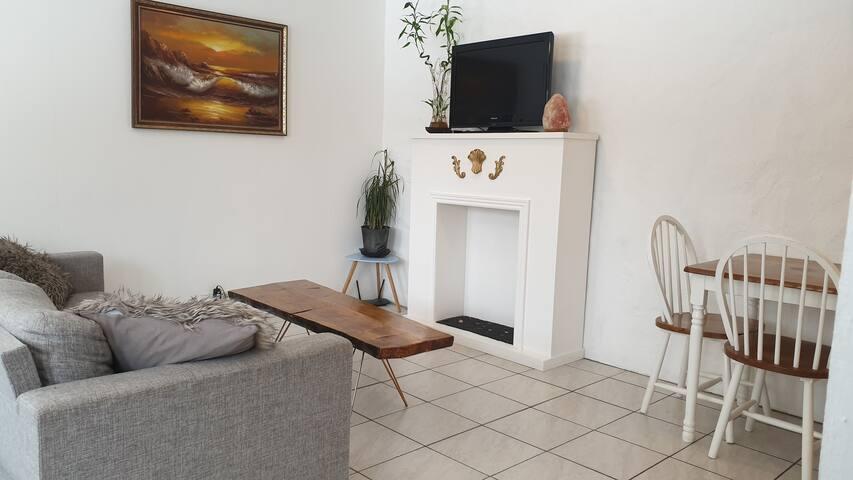 Bright, warm & spacious golden circle apartment.