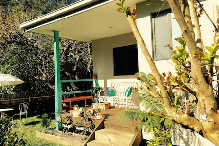 Bundeena Cottage - A walk away from the beach - Bundeena