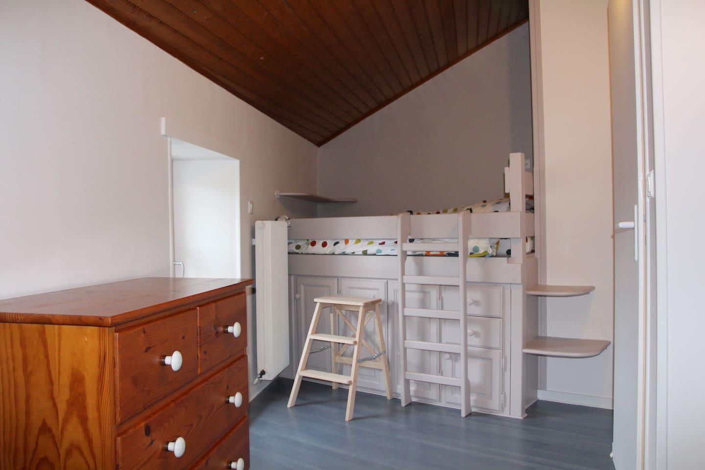 chambre 2 : lit 140 mezzanine