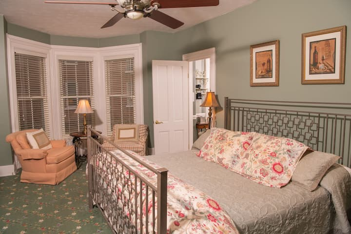 Cabernet Suite - Grape Arbor Bed and Breakfast