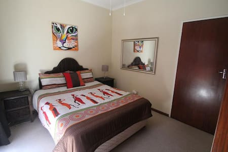 Private Room in S/Catering Guest House-African Sky - Huis