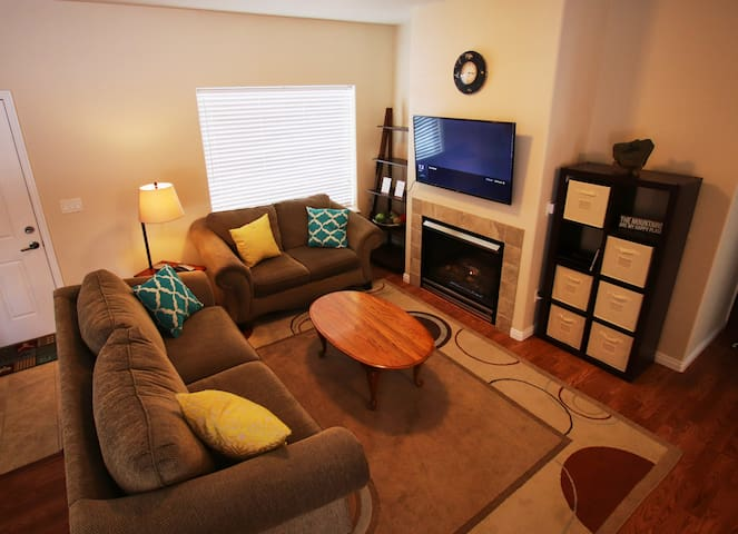Very Clean Donnelly Home: Sleeps 12- Pet Friendly