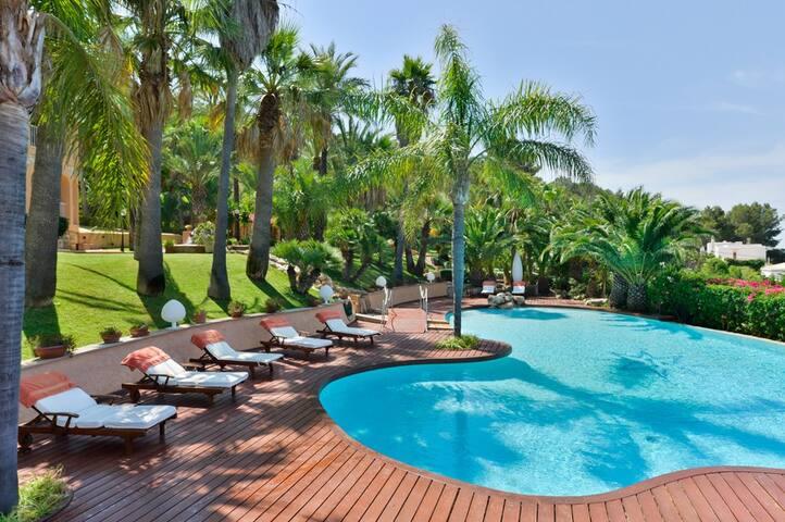 Stunning 9 Bed Mansion near Ibiza - Nuestra Señora de Jesús - Huis